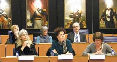Evelien, Sylvia en Jannie (vlnr) op de HLBT conferentie in het provinciehuis van Noordbrabant